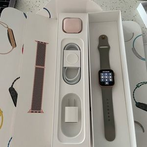 Apple Watch Series 4 Aluminum Gold 40mm